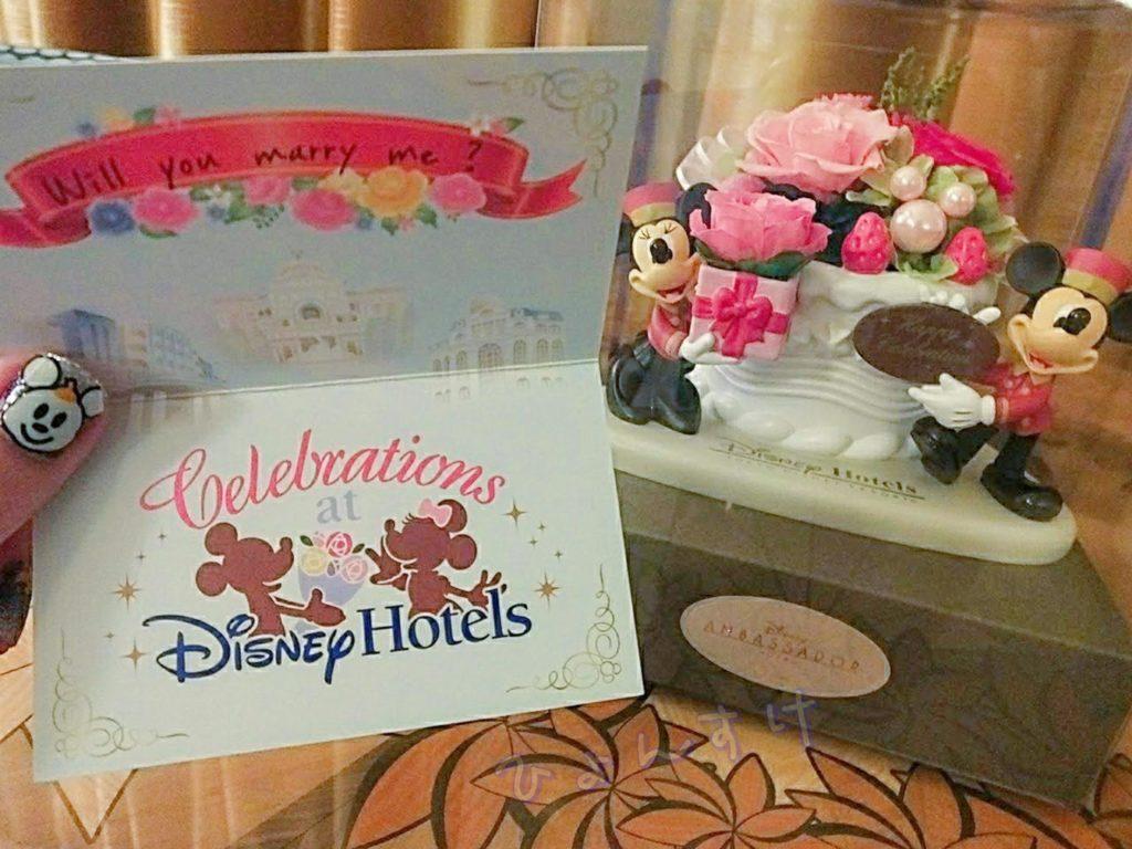 アンバサダーホテルスティッチルームに置かれてるお花とキャストさんからの温かいメッセージ