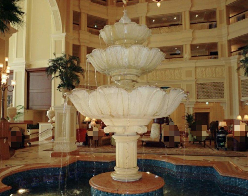 ディズニーランドホテル ロビー 噴水