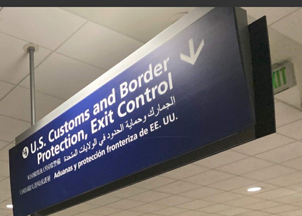 デトロイト空港 乗り継ぎの流れ 荷物受け取り